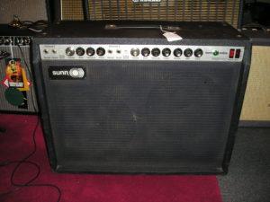 Amplificateur de marque Sunn O)))