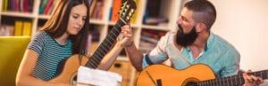 Les qualités d'un bon professeur de guitare à domicile - ICM École de musique à domicile